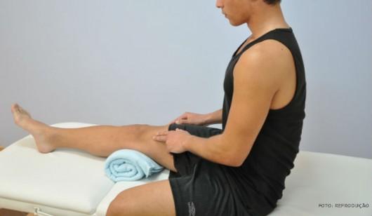 Dor forte, contusão, inchaço e calor, e Impossibilidade de mover a parte afetada são sintomas típicos de torcedura