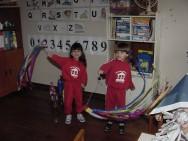 Brincar contribui para a criatividade, o crescimento intelectual, social e emocional.