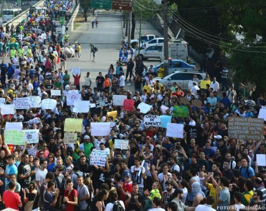 Mais de 200 mil brasileiros protestam em todo o país