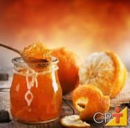 A geleia é um produto obtido pelo cozimento de frutas, inteiras ou em pedaços, em água.