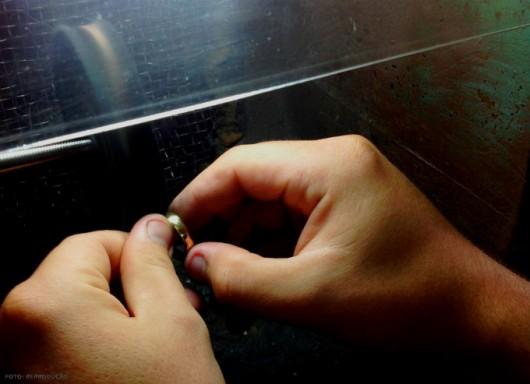 Fabricação e Reparo de Joias - polir