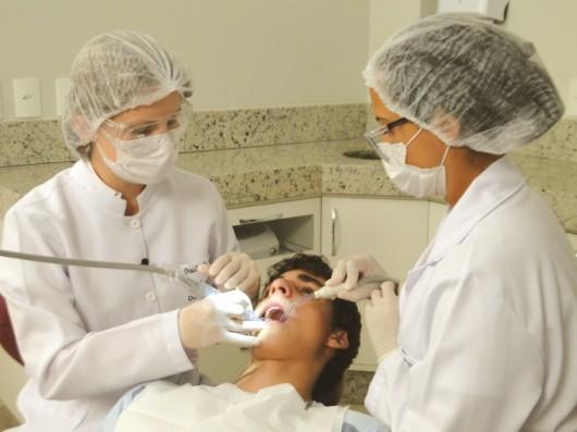 Como montar um consultório odontológico - contratação do auxiliar de consultório dentário