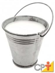 O leite, além de um alto valor nutritivo, clareia e dá um sabor especial à massa.