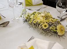 Serviço de Mesa e Arranjos Florais