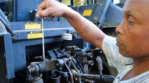 Treinamento de Tratorista - Operação do Trator e Regulagem de Implementos